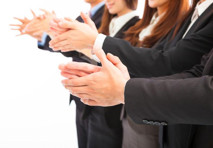 چطور قدردانی از کارمندان باعث رضایت شغلی آنها میشود؟